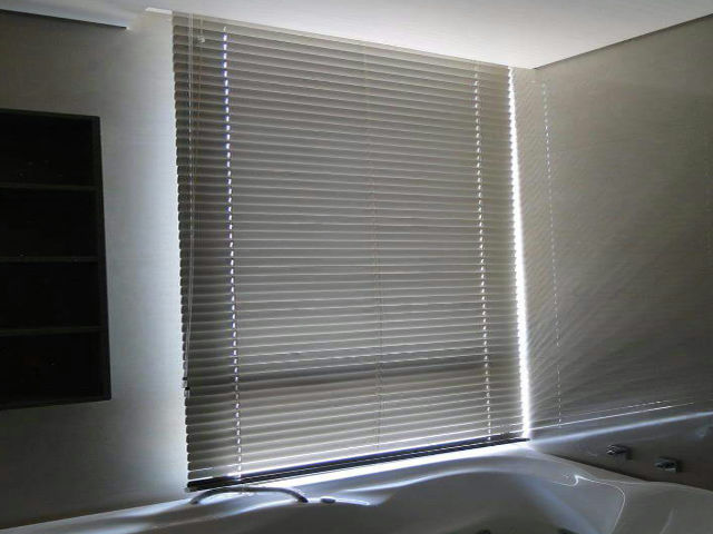 Persiana de Aluminio 50 mm Sala de Banho