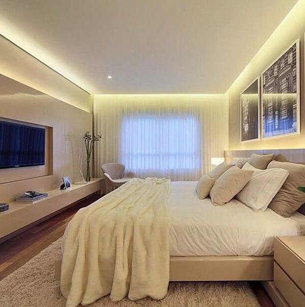 quarto de casal com cortina voil